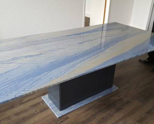 Konferenztisch aus Azul Imperial und Edelstahl