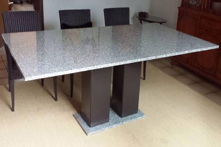 Esstisch mit Cristallo Granit und Edelstahl