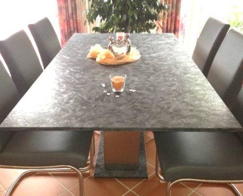 Esstisch aus Matrix Granit und Edelstahl