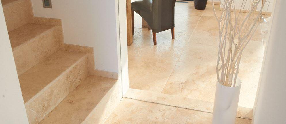 Granit treppen mit sch nen natursteinen natursteindesign rompf - Fliesenformate boden ...
