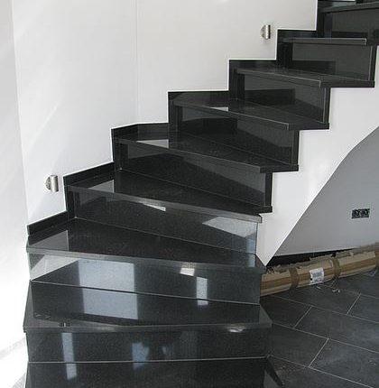 granit treppen mit sch nen natursteinen natursteindesign rompf. Black Bedroom Furniture Sets. Home Design Ideas