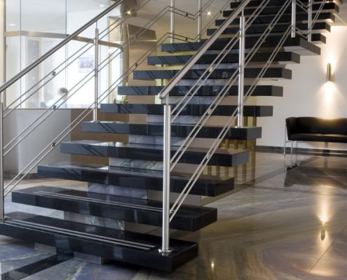 Naturstein Treppe Granit und Marmor
