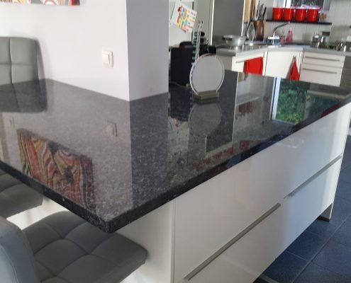 Göttingen- Kücheninsel aus Granit