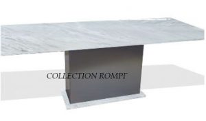 Esstisch mit Marmorplatte